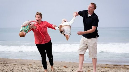 These funny family photos gone wrong are seriously hysterical! #funnypictures #familyphotos #epicfail #funny #LOL #badfamilypics #humor #familyphotoshumor
