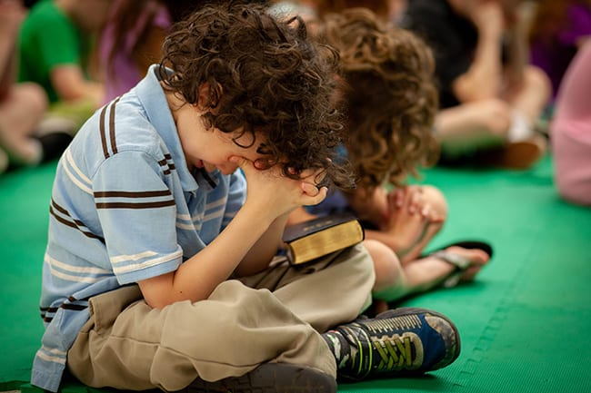 How to Teach Your Kids to Pray as a Habit Throughout The Day