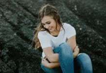 Prepare your teen daughter to face the challenges of life head-on by lifting her up with these 16 things she NEEDS to hear today! #teendaughter #TeenDaughter #raisingateenagedaughter #compassion #talkitouttuesday #truth #family #beautifulbeginnings #teenagedaughter #notliterally #motherlove #lettinggoishardtodo #mygirl #proudmom #followyourambitions #urbanart #urbanpictures #instaquote #likeamodel #17yearoldgirl